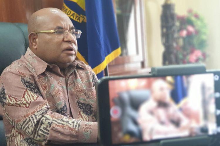 Gubernur Papua, Lukas